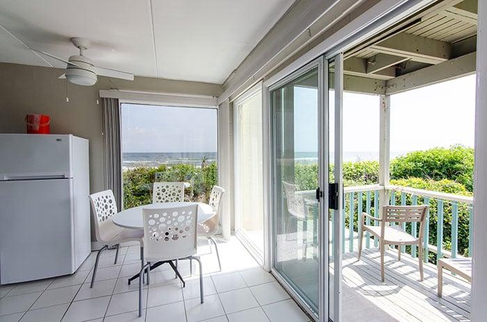 Atlantis Lodge NC room with balcony