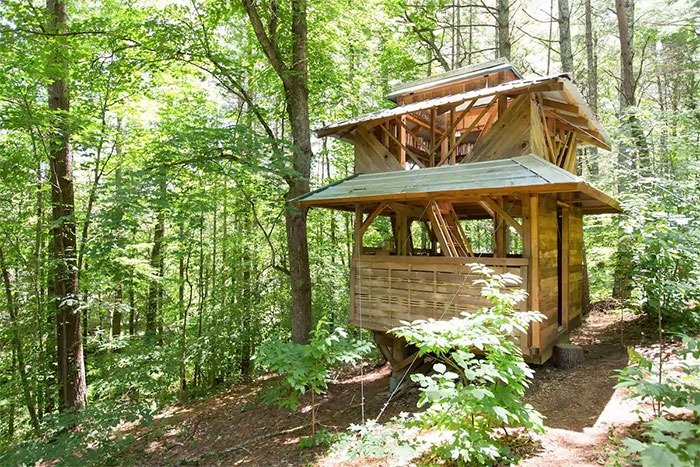 Of all the Airbnbs in Asheville and its surroundings, this one might be the quietest.